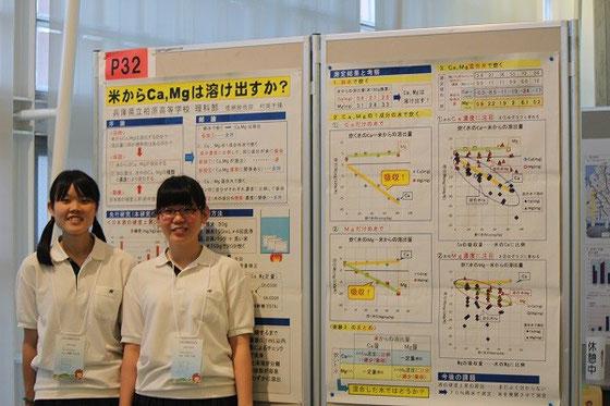徳網紗也加さん(左)、村岡千春さん(右)