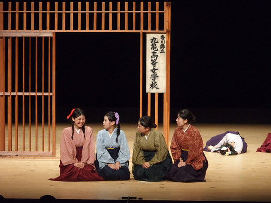 左から 智恵、アサノ、佐登子、井上先生 写真撮影 信州総文祭実行委員会事務局