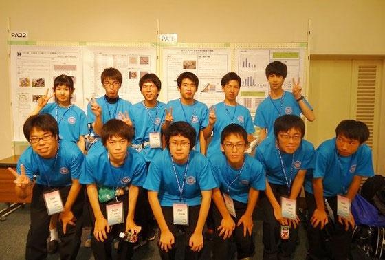 会場運営担当としても活躍した虎姫高校生。 前列左から3番目が布本孝裕くん(3年)