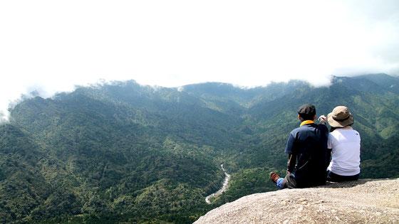 屋久島の山岳が見渡せる、絶景スポット・太鼓岩(白谷雲水峡)