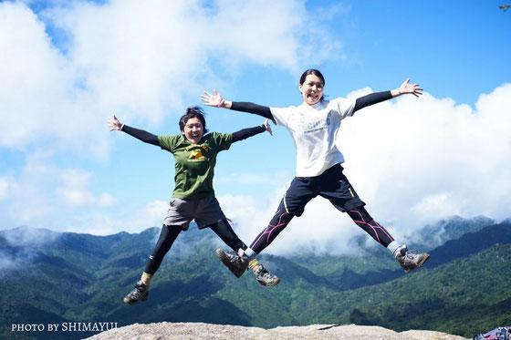 太鼓岩の絶景をバックに、Hi-JUMP!