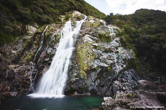 屋久島ヨガ・リトリートでの滝巡り。大川の滝へ。参加者も写ってます!