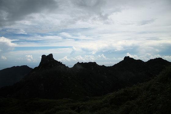 雲海に浮かぶ奥岳(屋久島)