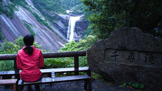 朝ごはんは、千尋の滝を見ながら(モッチョム岳ガイドツアー)