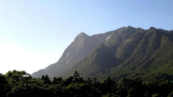屋久島の南にそびえる、一際険しい山岳・モッチョム岳