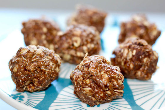 These no bake energy bites provide protein and are a healthy hit! These Almond Pistachio Cocoa Bites are made with oatmeal and almond butter.
