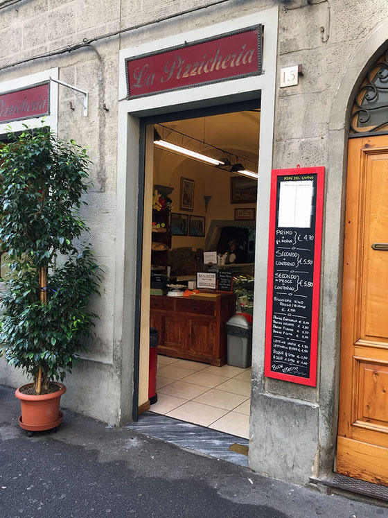 If you travel to Italy for food, you're in good company. Foreign food may be a mystery but here is how to eat like a vegetarian in Florence with top restaurant picks and snack hacks. #amyseatlist #travelguide #florenceitaly #travelflorence #vegetarian