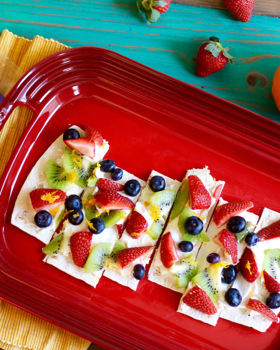 This fruit pizza recipe is an easy no-bake dessert the whole family will love. You'll love this healthy fruit pizza with cream cheese. Make this dessert pizza recipe with fruit today! #dessertpizza #fruitpizza #kiddessert #healthydessert #flatbread