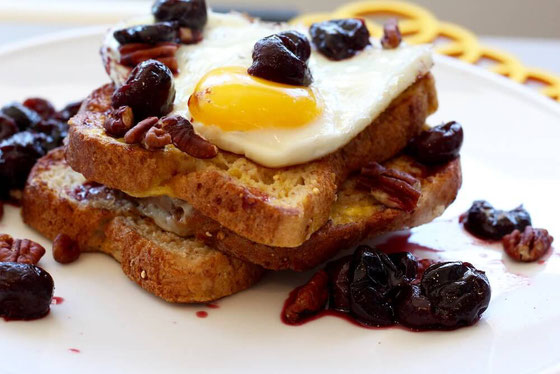 Love a good French toast recipe for a filling breakfast? This protein breakfast is a one of the top vegetarian meals. #Frenchtoast #protein #highprotein #healthybreakfast #eggrecipes #cherryrecipes