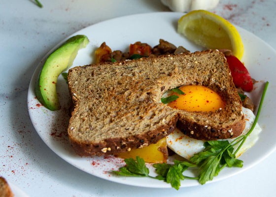 Looking for new egg recipes? And plant-based recipes, too? Try this vegetarian lentils with egg toast recipe. You'll get vegetarian protein and lots of flavor! #eggrecipe #plantbased #lentils #sunnysideup #vegetarian #toastrecipes