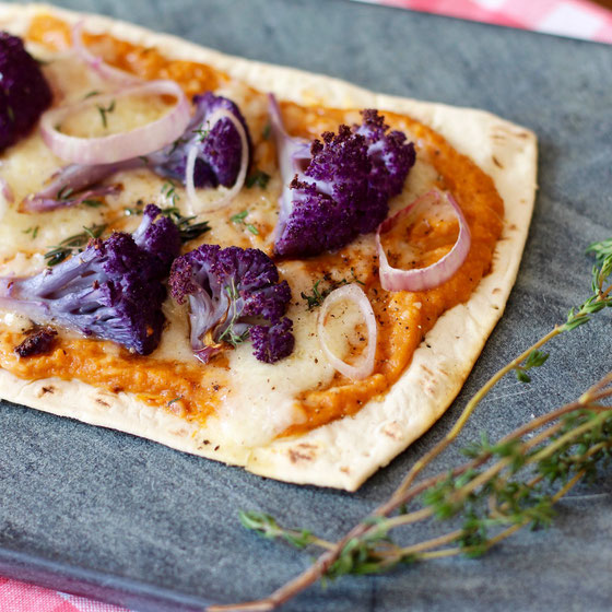 Want to try a new pizza topping? How about sweet potato and cauliflower? This healthy Flatout Sweet Potato Cauliflower Flatbread Pizza is a can't-miss recipe!