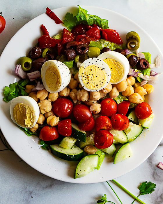Looking for salad recipes with hardboiled eggs? How about an easy chopped salad recipe? This will become one of your fave vegetarian recipes & lunch ideas. #ad #EggEnthusiast #EggNutrition #eggs #lunch #salad #choppedsalad #vegetarian #dinner #plantbased