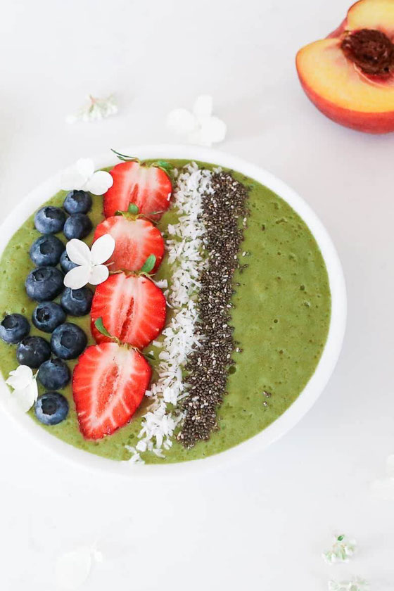 Love smoothie recipes? What about a good smoothie bowl recipe? These summer smoothies are delish! #smoothie #veggiesmoothie #fruitsmoothie #healthysmoothie #shake #fruitrecipe #banana