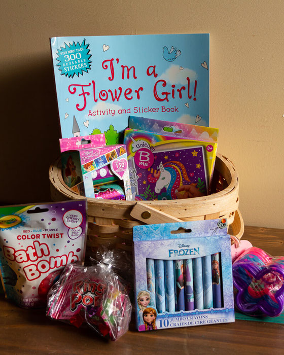 Need ideas for a flower girl proposal? Hello, DIY flower girl ideas, including what to put in a flower girl basket & how to write a flower girl proposal card. Which flower girl proposal ideas do you like? #flowergirl #flowergirlproposal #flowergirlbasket