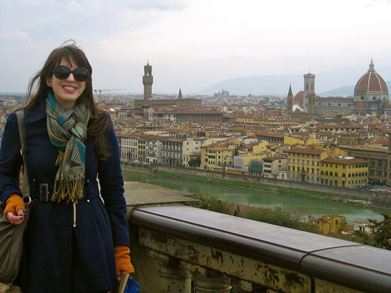 Traveling to Florence, Italy? Going to Italy for the food? Foreign food may be a mystery but here is how to eat like a vegetarian in Florence with top restaurant picks and snack hacks. #travelguide #florenceitaly #travelflorence #vegetarian