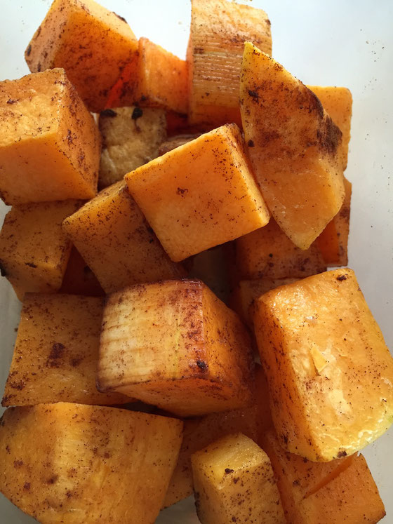 Here's an Easy Roasted Butternut Squash recipe for a healthy Meatless Monday! Sprinkle it with cinnamon or add it to a salad.