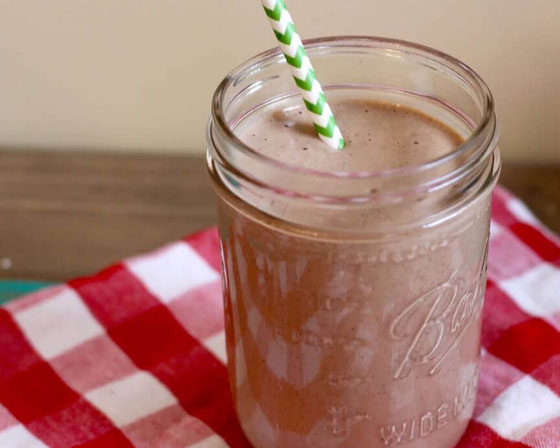 Want a copycat Frappuccino that's one of the best healthy smoothie recipes? This healthy coffee smoothie with banana is a great healthy Frappuccino recipe! #frappuccino #copycatrecipes #copycatstarbucks #smoothierecipes #smoothie #coffeesmoothie #coffee