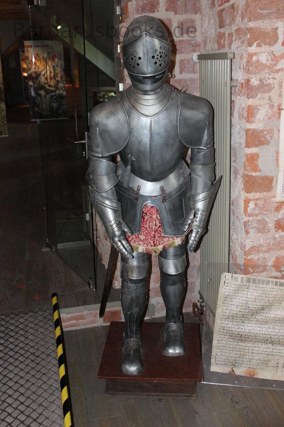 Das Burgmuseum ist familienfreundlich hergerichtet. Die Kleinen können Kostüme anziehen und viele Exponate anfassen.