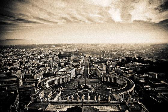 ROME - COLONNATO DI SAN PIETRO