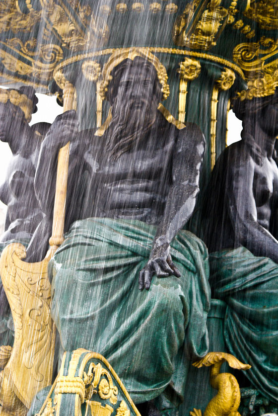 PARIS - FONTAINE DE LA PLACE DE LA CONCORDE