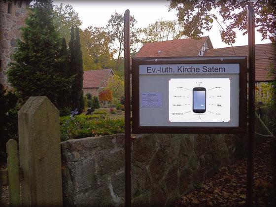 Smartphone-Plakat im Kirchenschaukasten