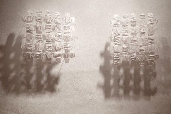 ohne Titel, 2017, Pergamentpapier-Draht-Lack, 57 x 57 x 12 cm