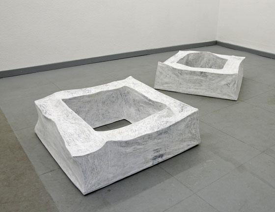 ohne Titel,  2013,  Papier,Draht auf Holz  je 80x80x28 cm