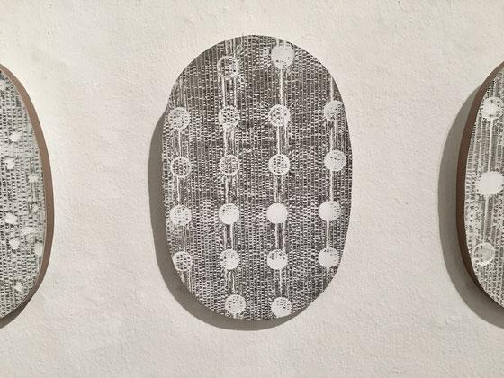 ohne Titel, 2017, Tusche-Pappe-Holz-Latex-Lack, 38 x 26 x 2,5 cm