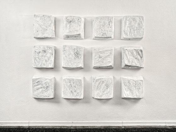 ohne Titel, 2013,   Papier-Draht Plastik   150x210x27 cm