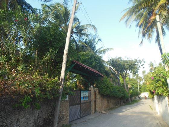 Entrada a Marijani Holiday Resort, Watamu Village Road cerca de la playa Watamu Beach