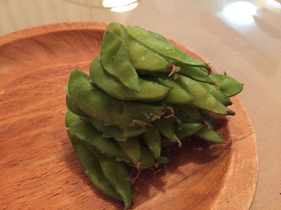 枝豆食べ終わった後、、、無意識に積み上げていました、。怖‼