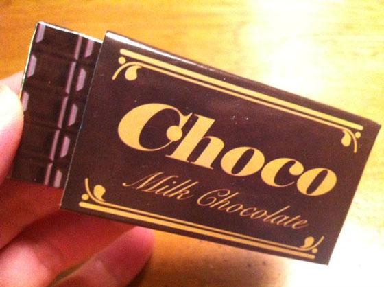 """コレ、昨日哲平が""""輪抜け様""""に行き屋台でゲットしてきたモノなんですけどね、チョコレート引くと指にバネがヒットし「イタッ!」的な、、偽ガムのチョコ版ですかね、。"""
