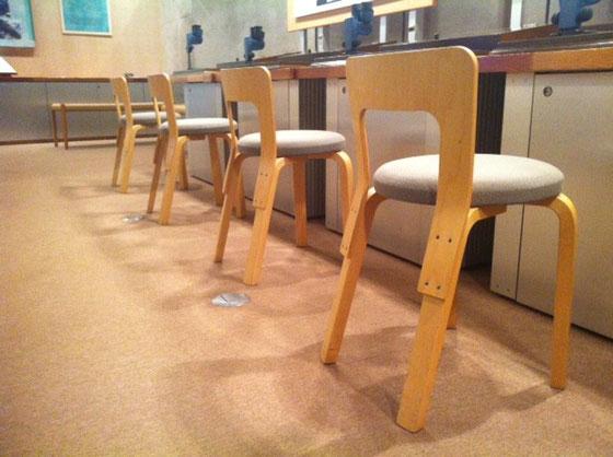 いつも思っちゃう、この椅子たち、、、、       (↑アアルト)