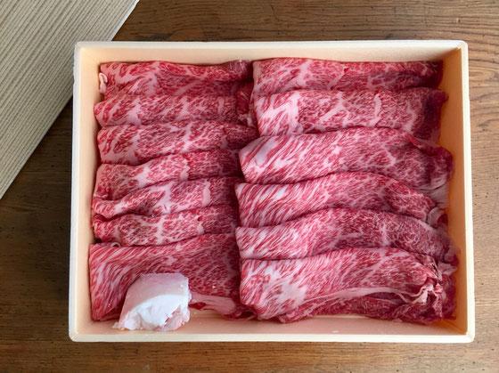いいですね~♪ うちの奥さん、このクラスの肉はまず買いません。 なので面と向かうと背筋がピッとなる感じ、。 お肉は既に頂きました、、、まだ余韻が残っています♪