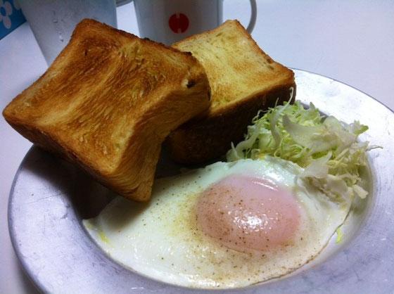 朝食にパンを食べることが多くなった、。 哲平はご飯党、、、