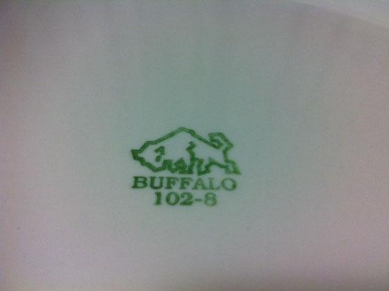 久しぶりに食器ねた♪ 前にも紹介したバッファローチャイナ社の食器。