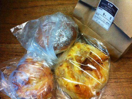 お~久ぶりのプーセのパンにコロネ♪ 超うれしいんですけどw 今朝食べてきましたが間違いないですね! 野崎さんいつもありがとうございます。