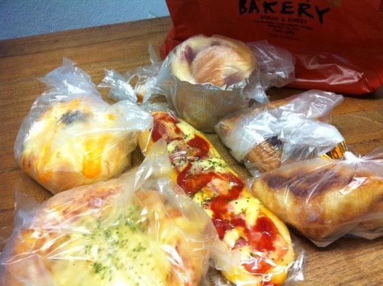 パンの差し入れ~♪ 超まいう~でした!野崎さんいつもありがとございます。