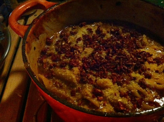 食べた後、残りのスープに、ペンネを入れ、ドライトマト、ミートソース、チーズを投入し、一度で二度おいしいオリジナル料理に。