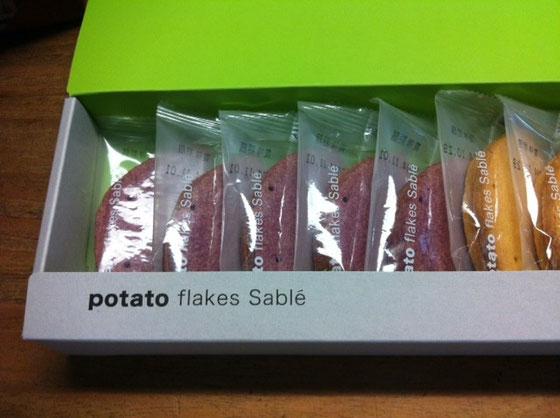 イモけんぴのイメージしかなかったけどシャレオツな箱にシャレオツなお菓子♪ 吉村さんありがとね~