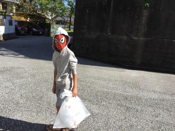 今日から二学期、、昨日は宿題のラストスパートをしていた息子さんなんですけど、、あれ?だいぶ前に「全部できてる!」って聞いてたような気がするんですけどね???(汗) 今朝なんか、急にスパイディのマスク被って部屋から出てきたと思ったら「これで生活する!」って、、、、不安が拭えません。。。