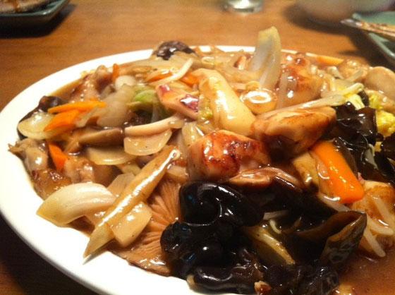 40㎝のプレートにもりもりの中華うま煮、、八宝菜に似てたけど超まいう~でした♪ 三人でペロッと完食!w
