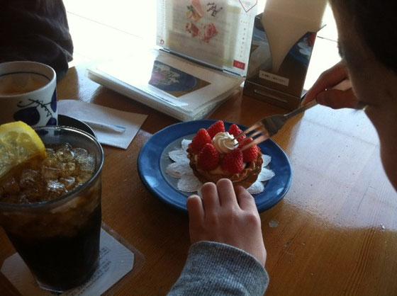 ケーキ喰って、、よく遊んだ一日でした♪♪  今週末から哲平が春休みに入るんで来週は鳥取の大山に!♪