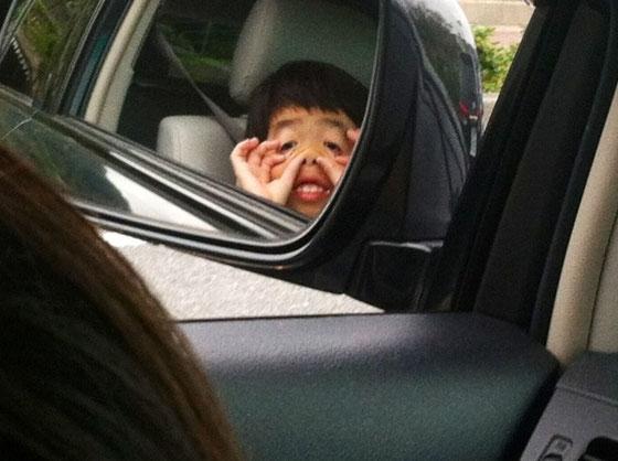 隣のドライバーを笑かしてました、、、(汗)