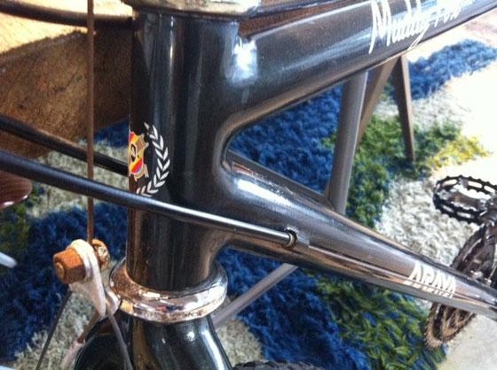 久しぶりに自転車ネタ連発  見る人が見ればわかるヨダレ物のMTB! ヘッドチューブのアラヤのエンブレムが通常と違うのわかる!? 気づいた人はラグ無しってことにも気づいたんじゃない?W  そこまでわかればあなたは完璧オタクですよw