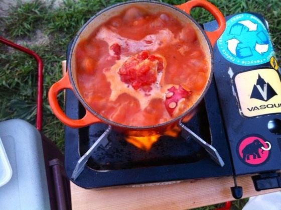 僕の方は、鳥肉とタコのイタリア風煮込みを作り、、、、