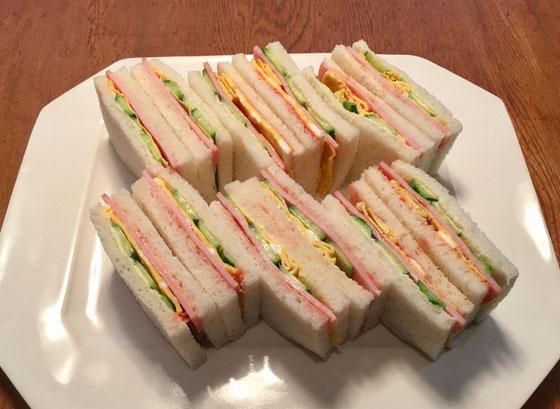 「明日の朝はサンドイッチを作ってほしい、。」と奥さんに言われた!、、かしこまり~♪ で作ってみたけど、、、ん~味50点! 見た目は35点!(汗)