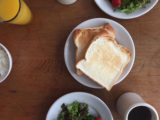 土日の朝食はゆっくりと、、、、♪
