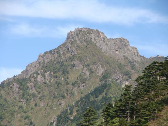 今年3回目の石鎚山に行って来た、、本当は久しぶりに伊予富士に行きたかったんですけど、夏休み予定してある北アルに向けての鎖場での高度感の体験&三点確保の練習をさせるために、、、