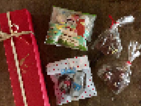 でコレらは、息子さんが貰ってきたチョコ! なんかニヤニヤしながら学校から帰ってきて、「もらった♪」と、、、すげ~浮かれちゃってるんですけど!♪